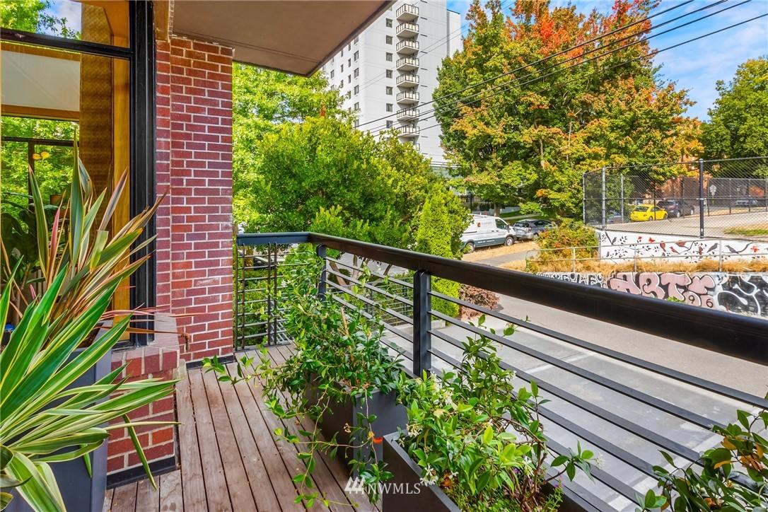 Pending | 1605 E Pike Street #203 Seattle, WA 98122 17