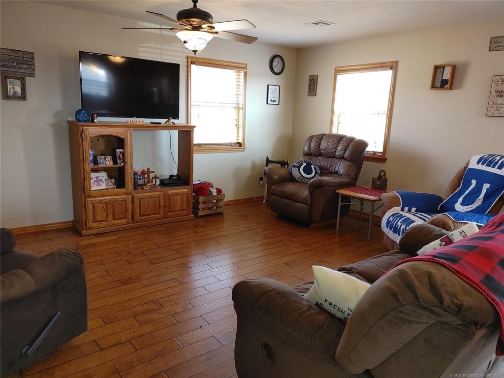 Off Market   15966 N Clear Creek Road Hulbert, Oklahoma 74441 5