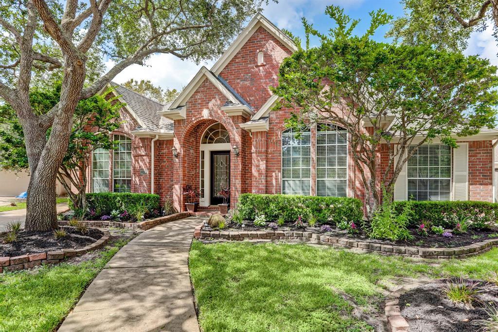 Pending | 7003 Emerald Glen Drive Drive Sugar Land, Texas 77479 1