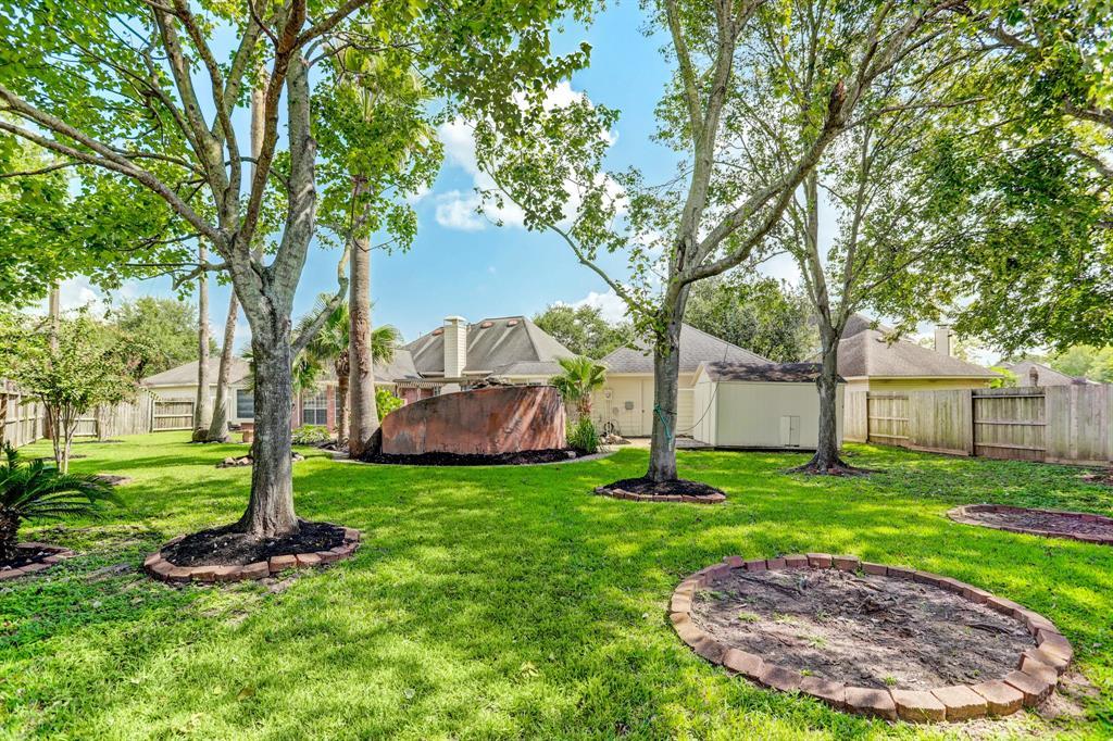 Pending | 7003 Emerald Glen Drive Drive Sugar Land, Texas 77479 30