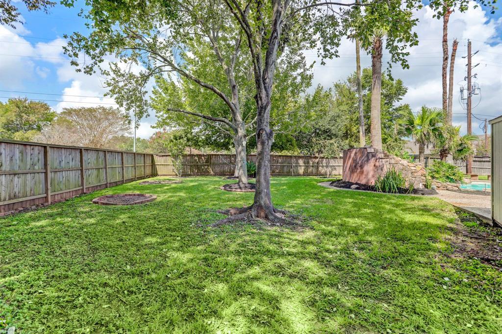 Pending | 7003 Emerald Glen Drive Drive Sugar Land, Texas 77479 31
