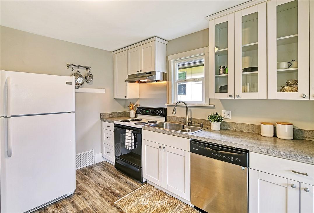 Sold Property | 7540 9th Ave NE Seattle, WA 98115 5