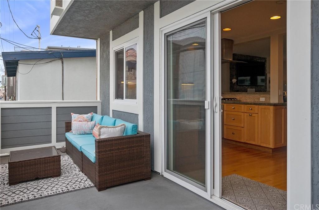 Active | 427 Manhattan Avenue Hermosa Beach, CA 90254 9