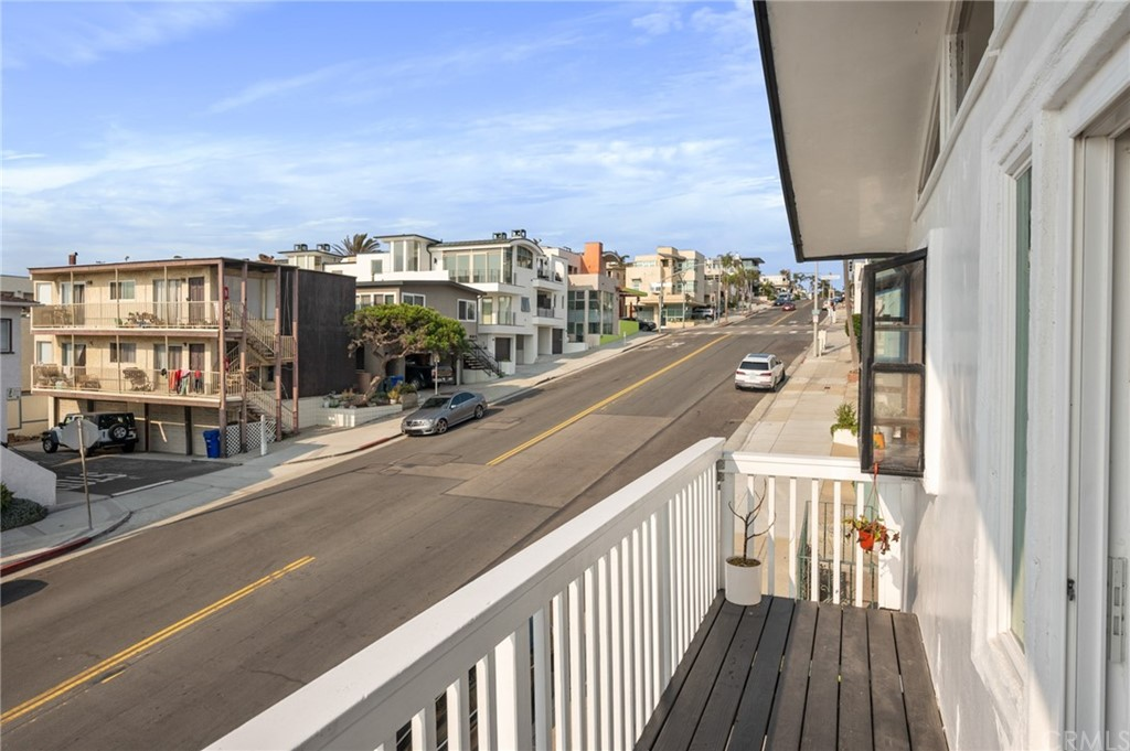 Closed | 208 Marine Avenue Manhattan Beach, CA 90266 9
