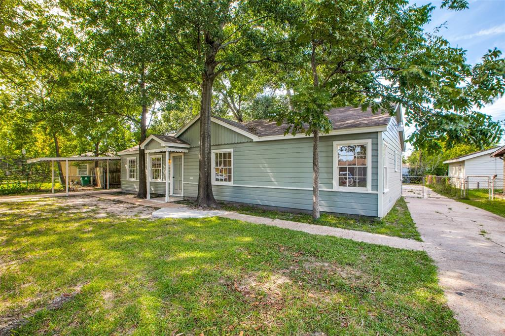 Pending   205 Wellington Street Houston, Texas 77076 3