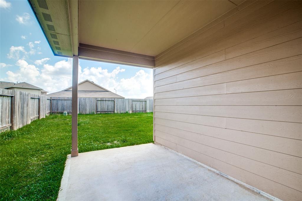 Pending | 2702 Lincolns Meadow Drive Spring, Texas 77373 32