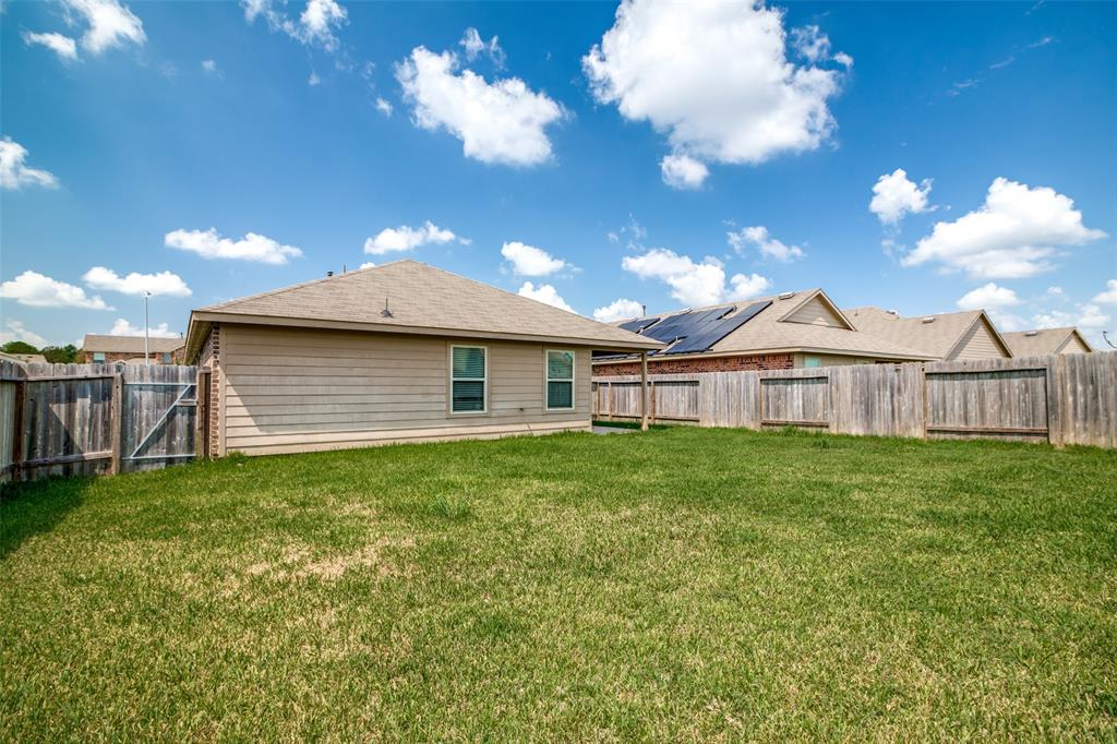 Pending | 2702 Lincolns Meadow Drive Spring, Texas 77373 36