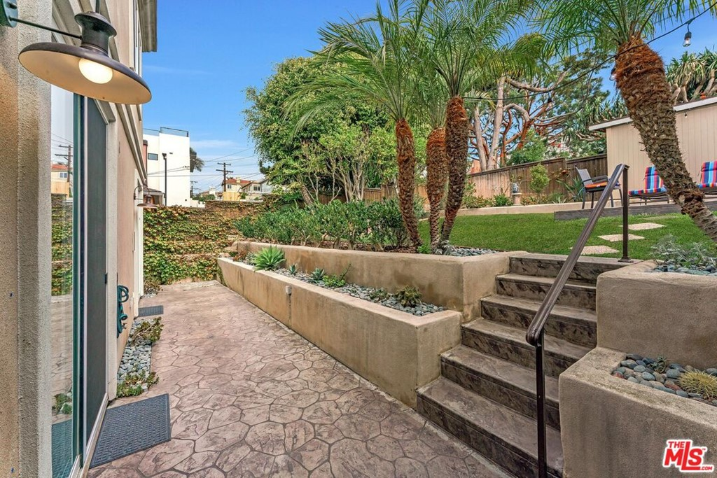 Active | 524 S Francisca Avenue Redondo Beach, CA 90277 70