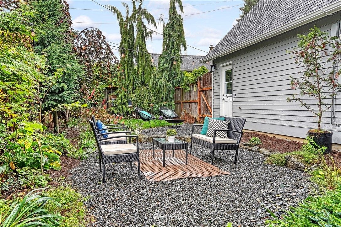 Pending   1224 NW 77th Street Seattle, WA 98117 24