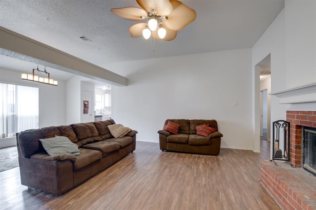 Active | 4162 Cypress Gardens Court Fort Worth, Texas 76123 3