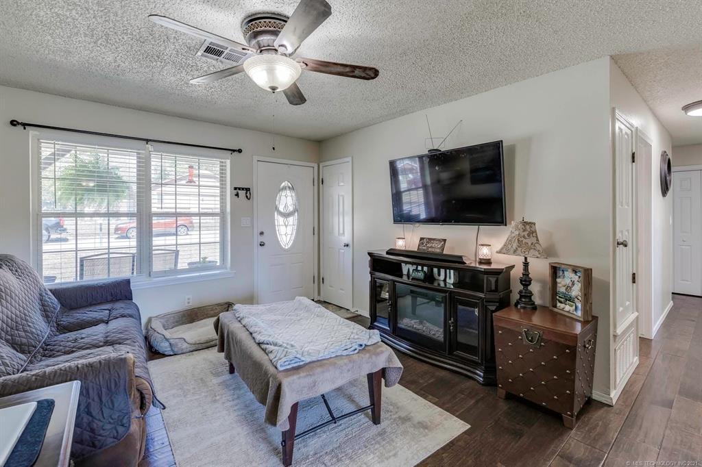 Off Market   405 Kelly Court Claremore, Oklahoma 74017 2