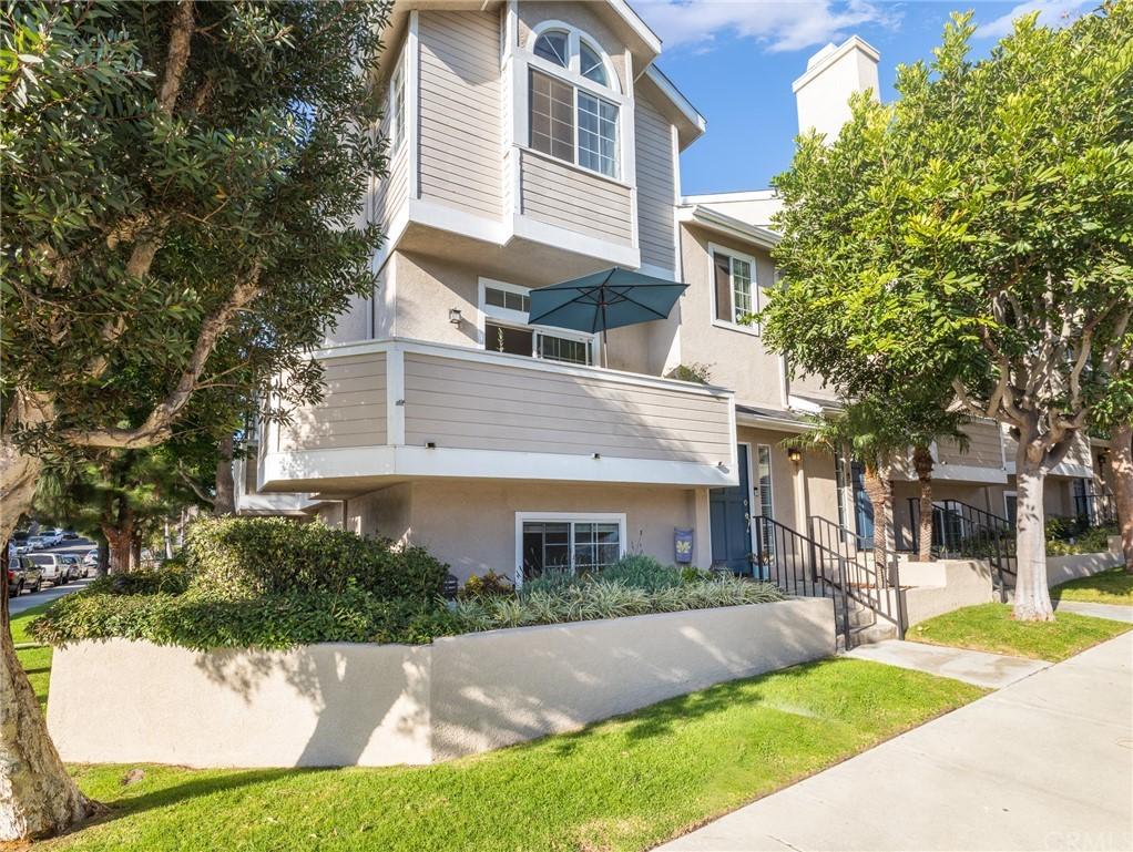 ActiveUnderContract | 400 Richmond Street #1 El Segundo, CA 90245 1