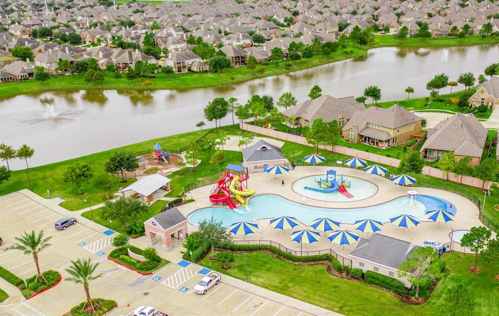 Pending   13905 Lost Creek Drive Pearland, Texas 77584 30