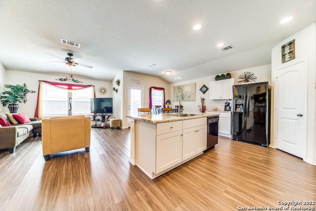 Pending   517 SUMMERSWEET RD New Braunfels, TX 78130 10