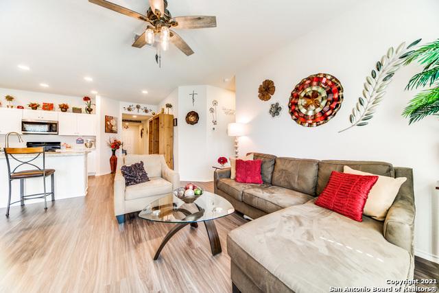 Pending   517 SUMMERSWEET RD New Braunfels, TX 78130 11