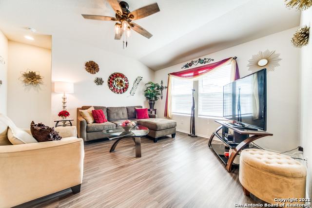 Pending   517 SUMMERSWEET RD New Braunfels, TX 78130 12