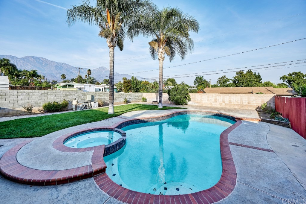 ActiveUnderContract | 1836 N 2nd Avenue Upland, CA 91784 41
