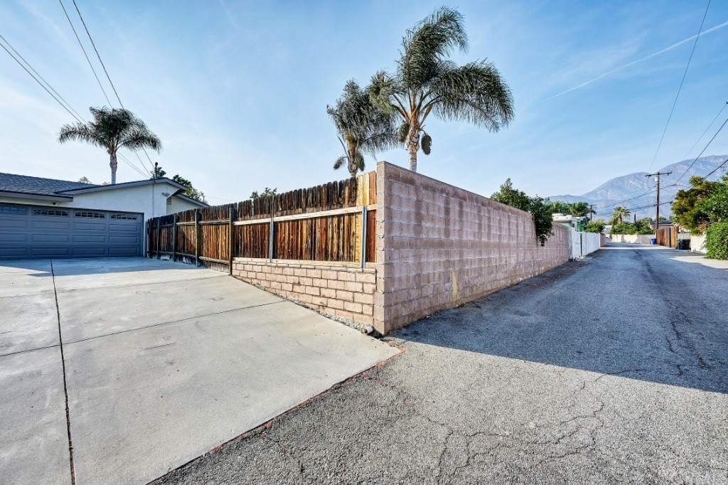 ActiveUnderContract | 1836 N 2nd Avenue Upland, CA 91784 51
