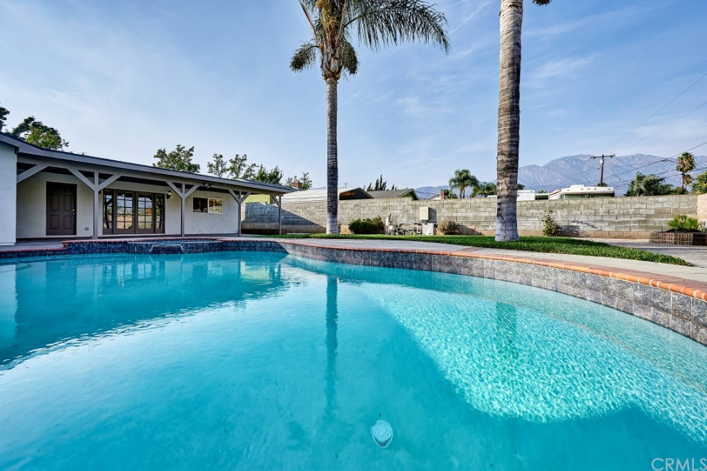 ActiveUnderContract | 1836 N 2nd Avenue Upland, CA 91784 43