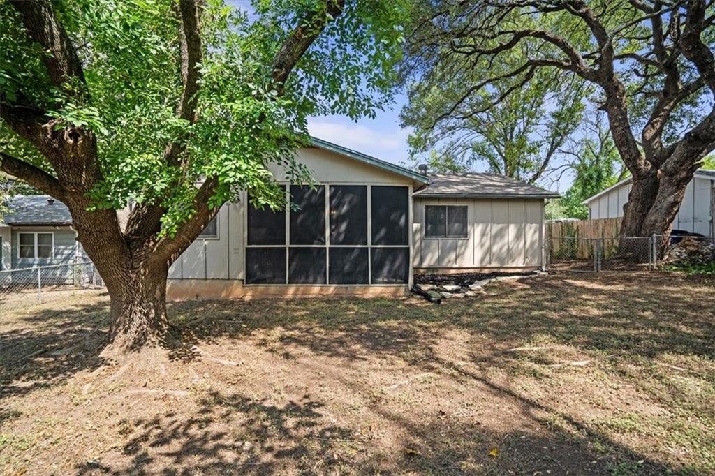ActiveUnderContract | 401 Blueberry Hill Austin, TX 78745 21
