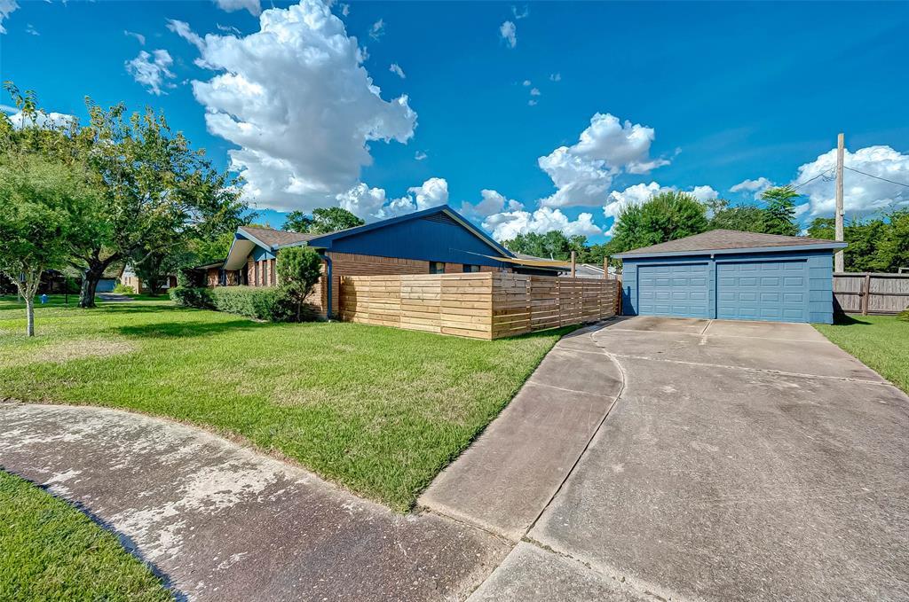 Pending | 5143 Kingfisher Drive Houston, Texas 77035 2