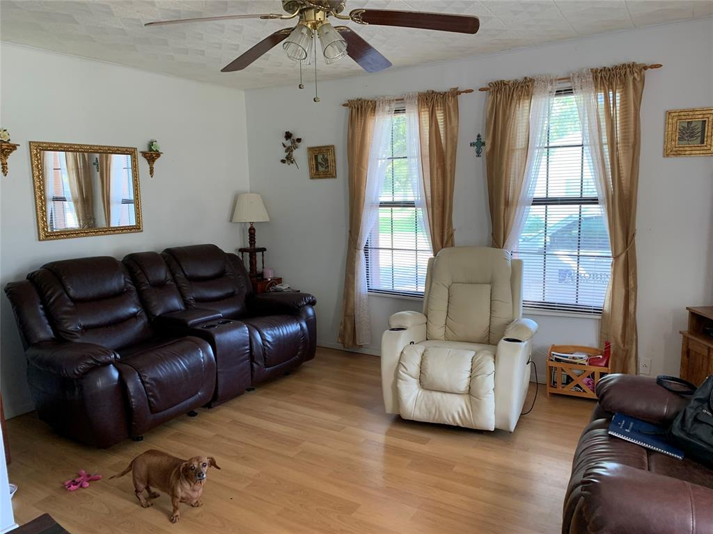 Active | 509 North Avenue Whitesboro, Texas 76273 5