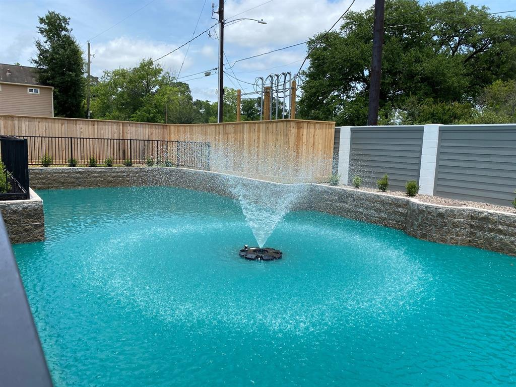 Active   1845 Flowing Springs Trail Spring Branch, Texas 77080 19