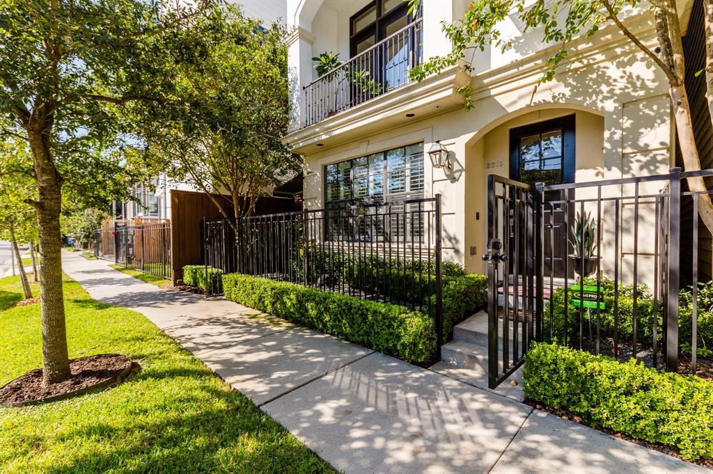 Off Market | 2212 Converse Street Houston, Texas 77006 2