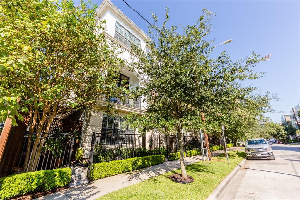 Off Market | 2212 Converse Street Houston, Texas 77006 4