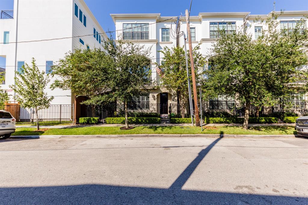 Off Market | 2212 Converse Street Houston, Texas 77006 6