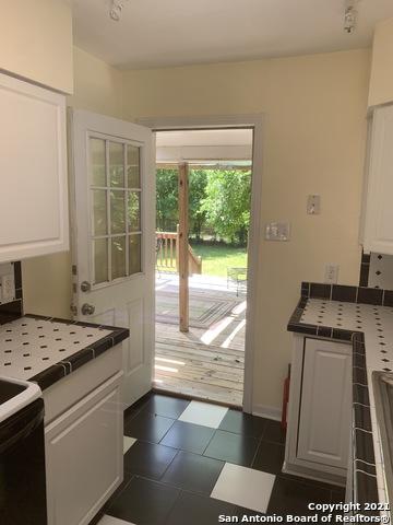 Perfect 3 bed 1 bath house for Rent Terrell Hills, SA TX 78209 | 212 LYMAN DR Terrell Hills, TX 78209 11