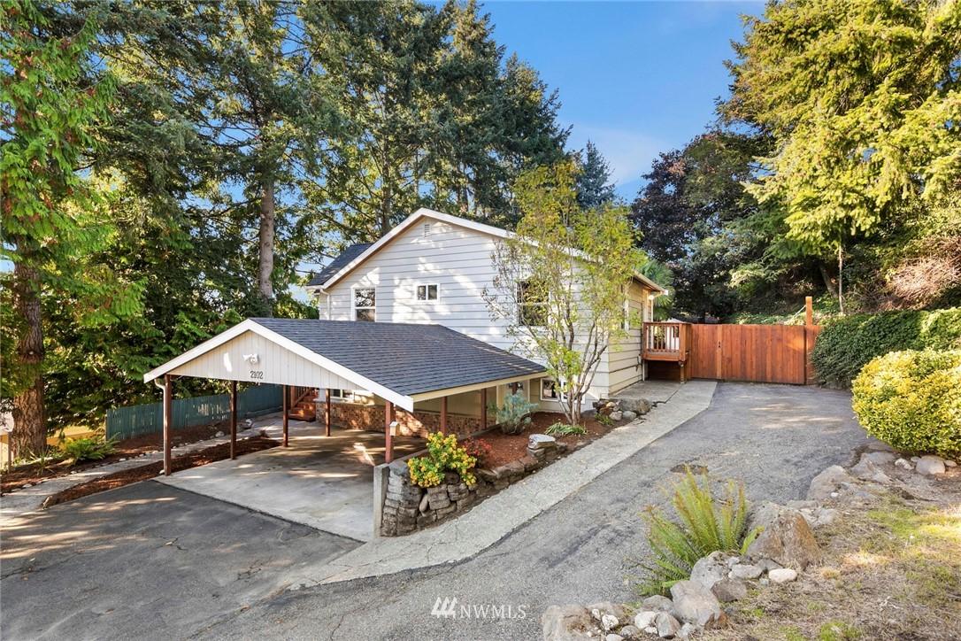 Active | 2102 SW 104th Street Seattle, WA 98146 1