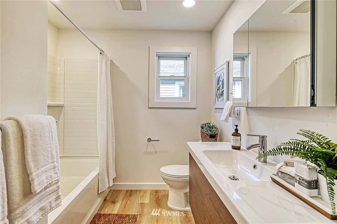 Active | 8015 12th Avenue NW Seattle, WA 98117 10