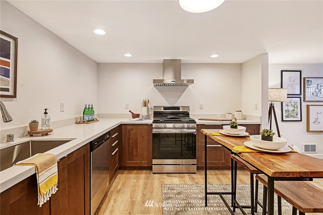 Active | 8015 12th Avenue NW Seattle, WA 98117 16