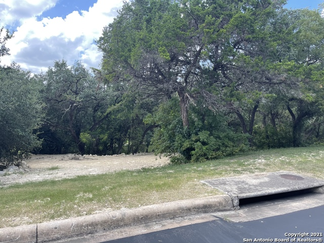 Active | 56 Eton Green Circle San Antonio, TX 78257 3