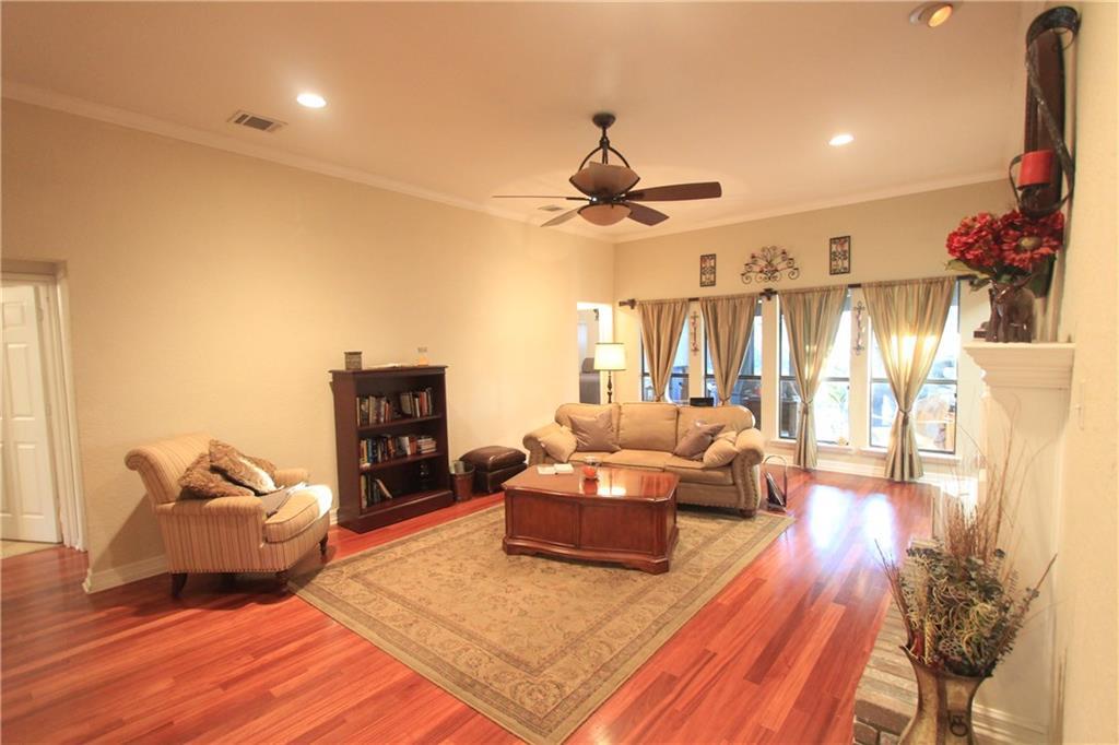 Sold Property | 6633 Townlake Circle Arlington, Texas 76016 9