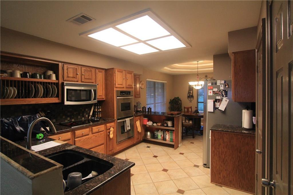 Sold Property | 6633 Townlake Circle Arlington, Texas 76016 3