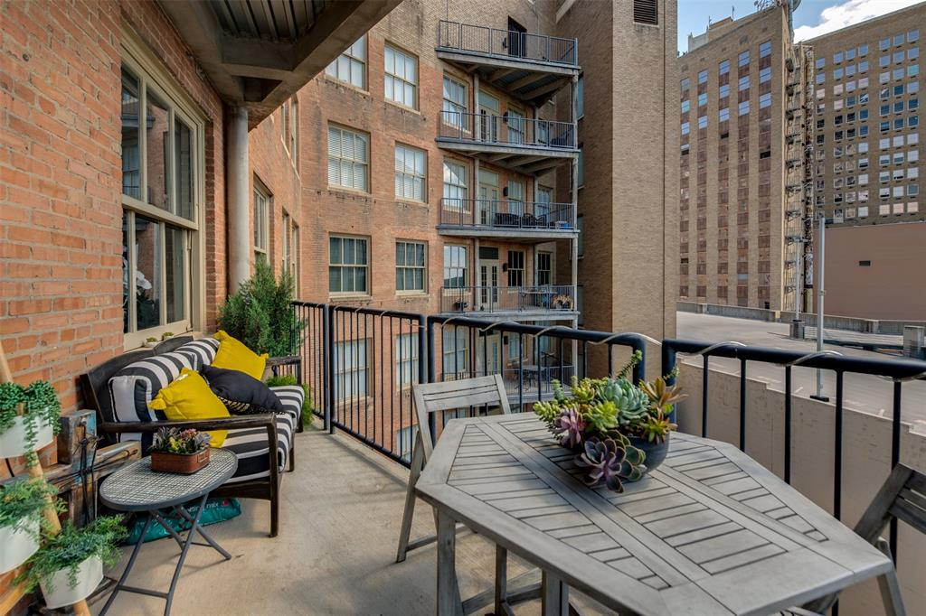 Active | 411 W 7th Street #802 Fort Worth, Texas 76102 14