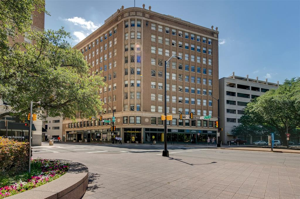 Active | 411 W 7th Street #802 Fort Worth, Texas 76102 2