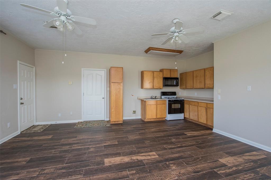 Off Market   17551 Mathis Road Waller, Texas 77484 32