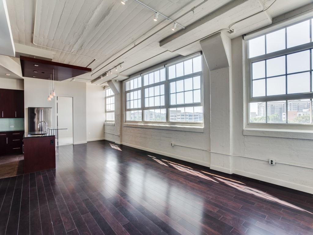 Active | 2600 W 7th Street #1421 Fort Worth, Texas 76107 9