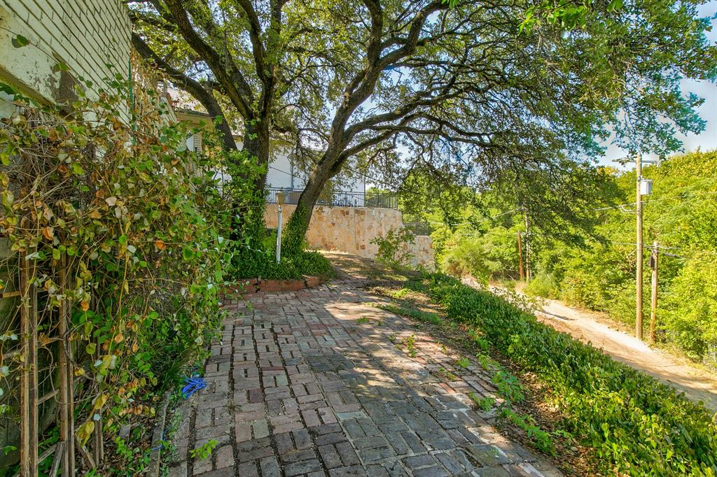 Active Contingent | 400 Hazelwood Drive Fort Worth, Texas 76107 24