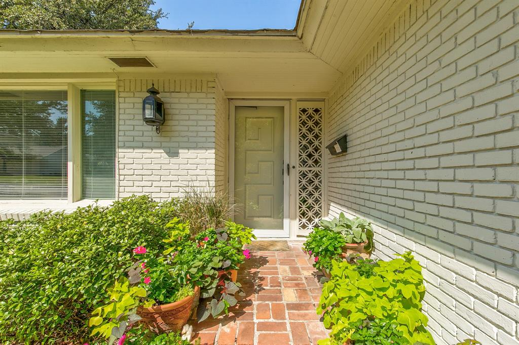 Active Contingent | 400 Hazelwood Drive Fort Worth, Texas 76107 2