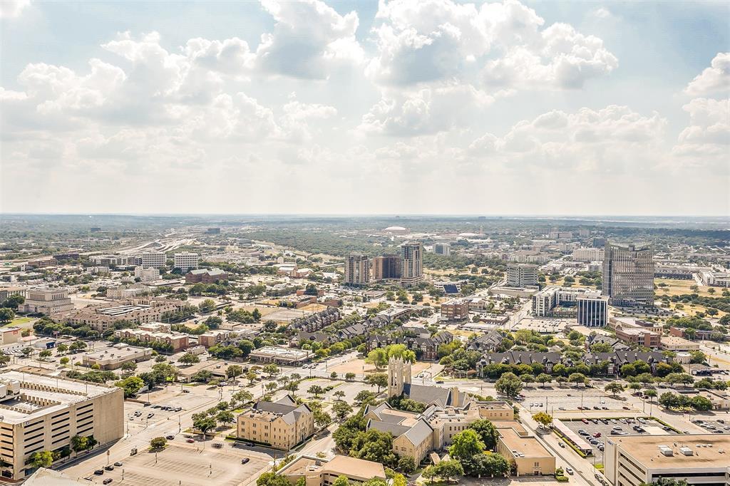 Active | 500 Throckmorton #3307 Fort Worth, Texas 76102 25