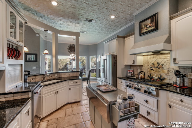 Pending | 209 Timber View Dr Boerne, TX 78006 11