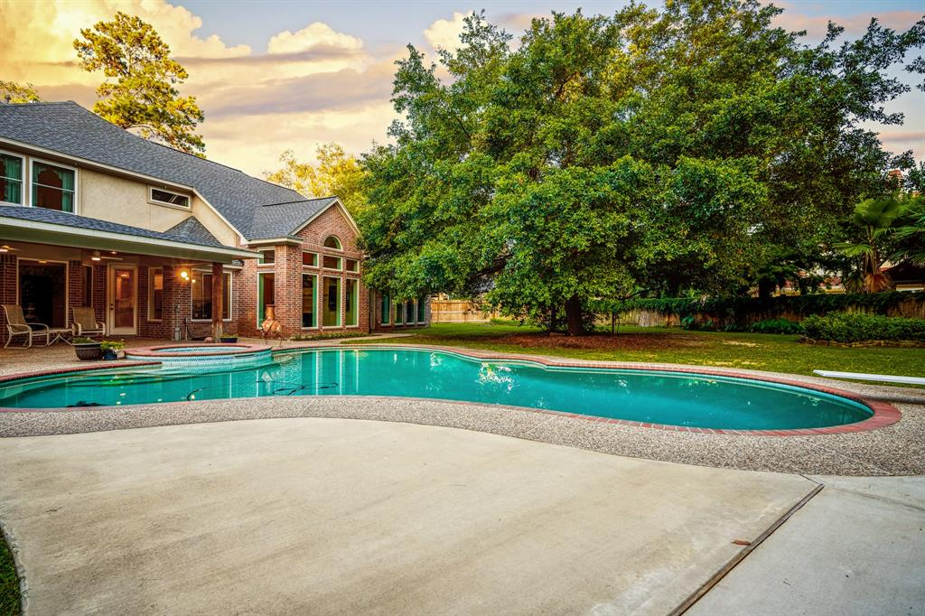 Active | 6 Forest Green Trail Kingwood, Texas 77339 39