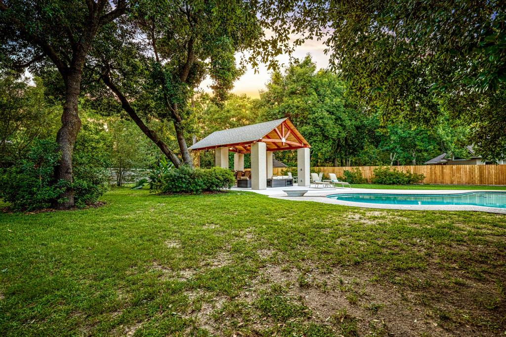 Active | 6 Forest Green Trail Kingwood, Texas 77339 42