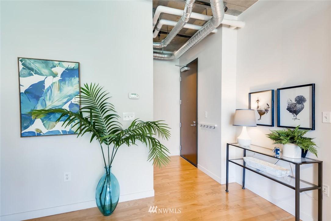 Sold Property | 2720 3rd Avenue #804 Seattle, WA 98121 5