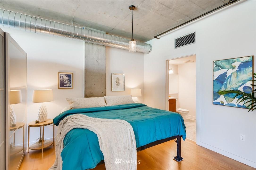 Sold Property | 2720 3rd Avenue #804 Seattle, WA 98121 8