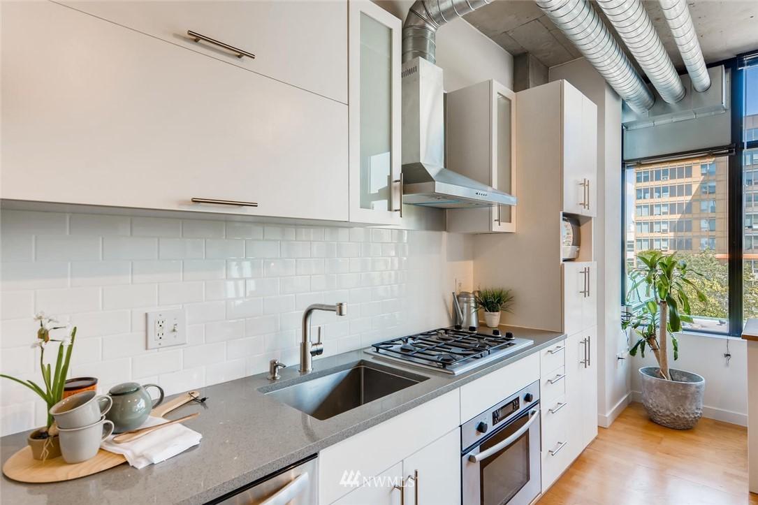 Sold Property | 2720 3rd Avenue #804 Seattle, WA 98121 3
